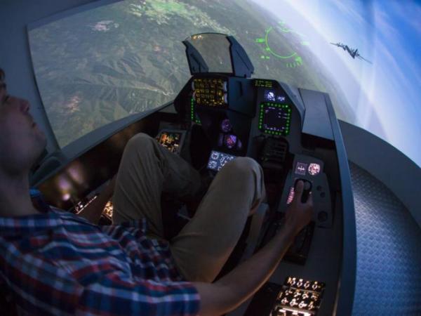 Zážitek – Letecký simulátor stíhačky F16 – Praha